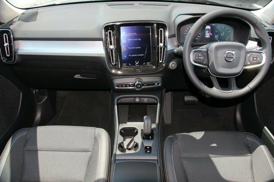 2019 Volvo XC40 XZ T4 Momentum Suv Mobile Image 5
