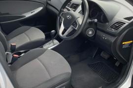 Hyundai Accent Active RB2
