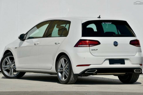 2020 Volkswagen Golf 7.5 110TSI Highline Hatchback Image 2