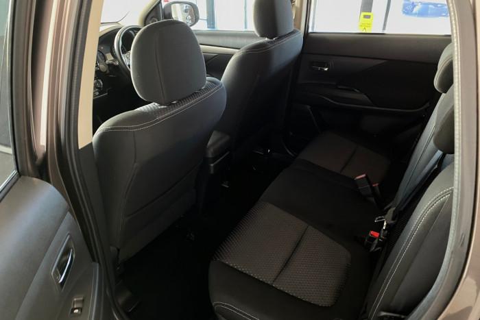 2015 MY16 Mitsubishi Outlander ZK MY16 LS Suv Image 10
