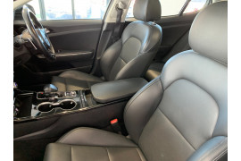 2018 MY19 Kia Stinger CK 330S Sedan Image 5