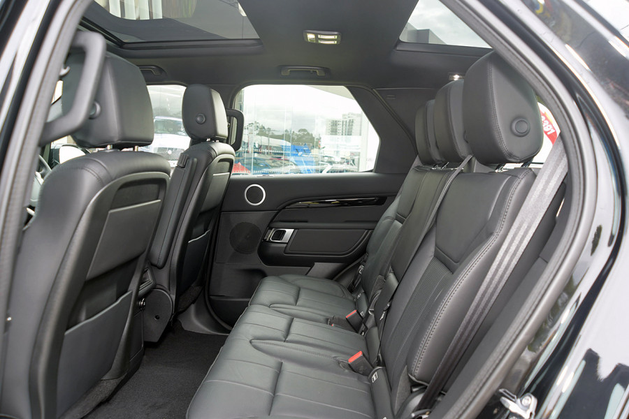 2019 Land Rover Discovery Series 5 SE Suv Mobile Image 11