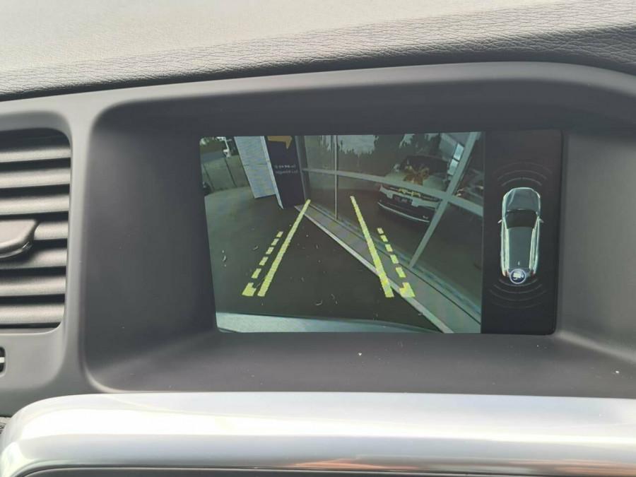 2016 Volvo V60 CC D4 LUX Wagon Image 11