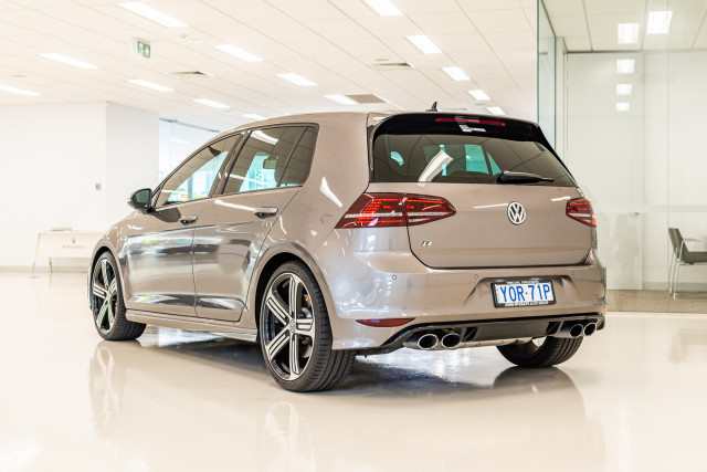 2016 Volkswagen Golf 7 R Hatchback Image 7