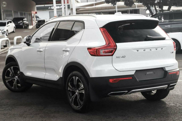 2021 Volvo XC40 XZ T4 Inscription Suv Image 4