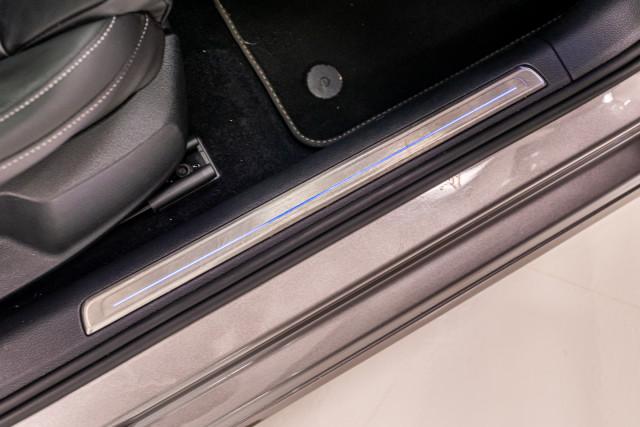 2016 Volkswagen Golf 7 R Hatchback Image 36