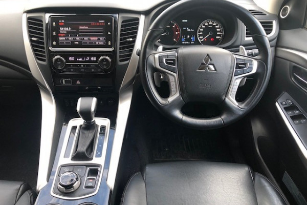2017 Mitsubishi Pajero Sport QE Exceed Suv Image 4