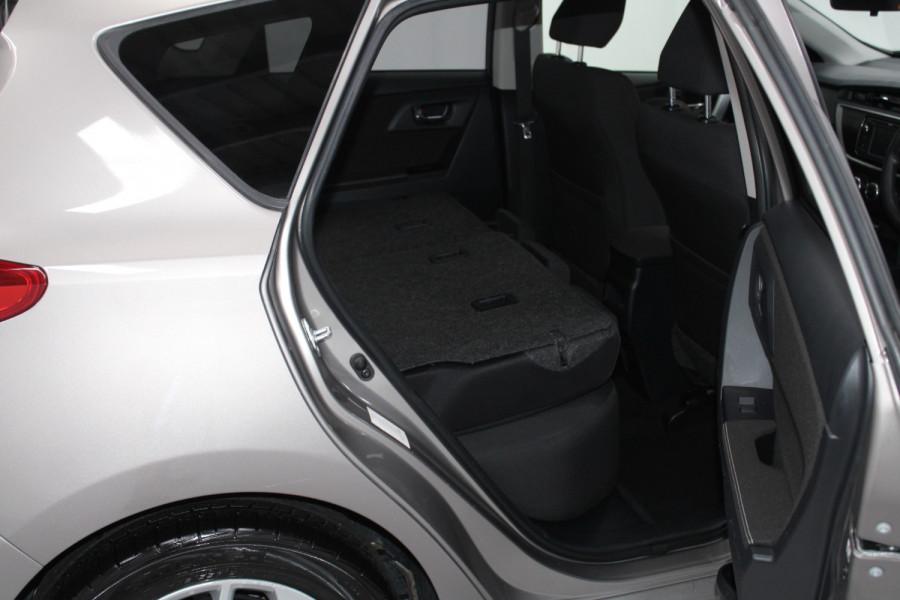2013 Toyota Corolla ZRE182R Ascent Hatchback Image 23
