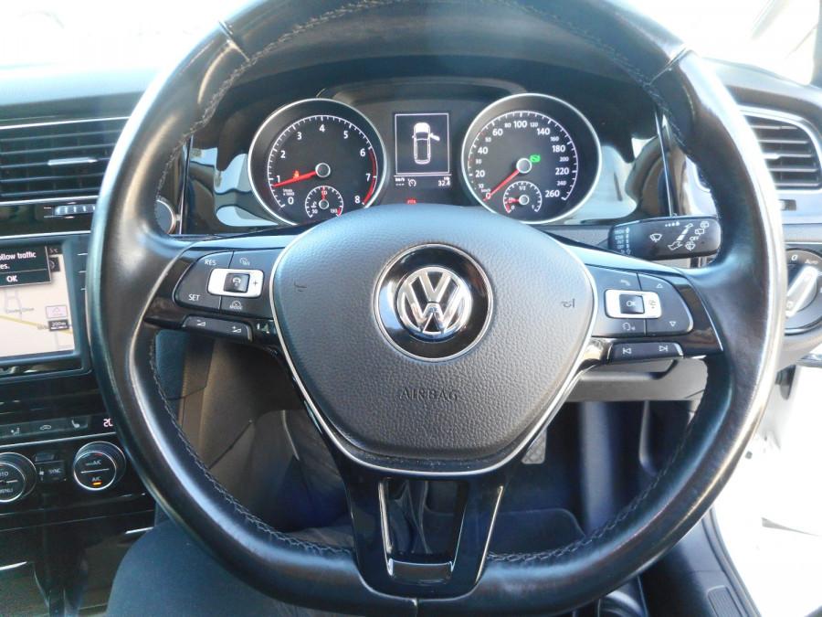 2017 Volkswagen Golf VII  110TSI Highline Wagon Image 15