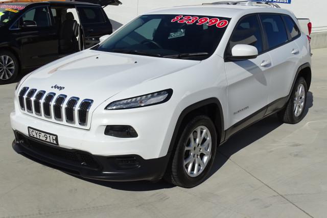 2015 Jeep Cherokee Sport 10 of 26