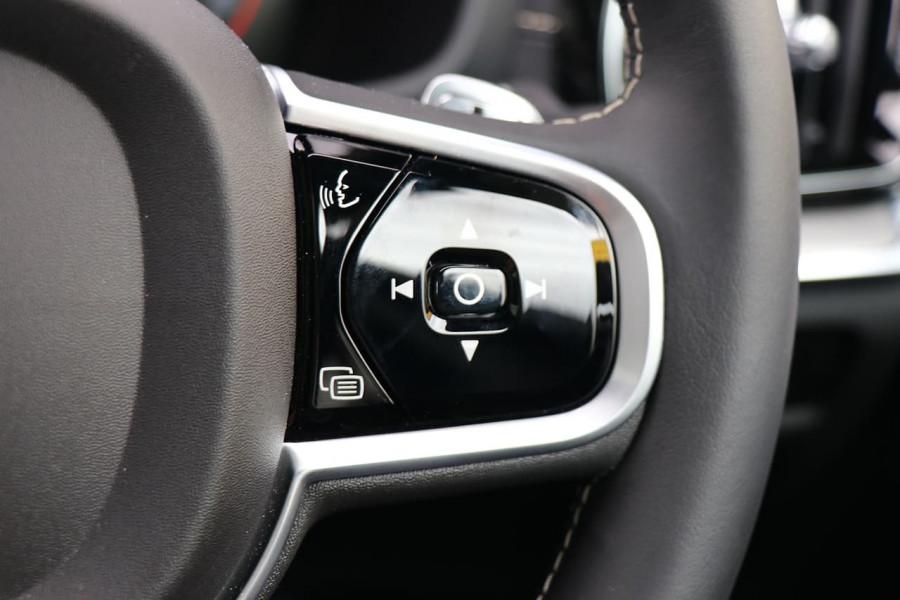 2020 Volvo V60 T5 R-Design T5 R-Design Wagon Mobile Image 10