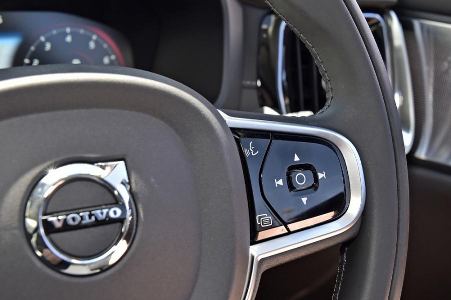 2020 Volvo S60 Z Series T5 Inscription Sedan Mobile Image 21