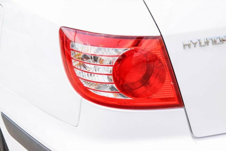 2005 Hyundai Elantra XD 05 Upgrade 2.0 HVT Hatchback Image 16