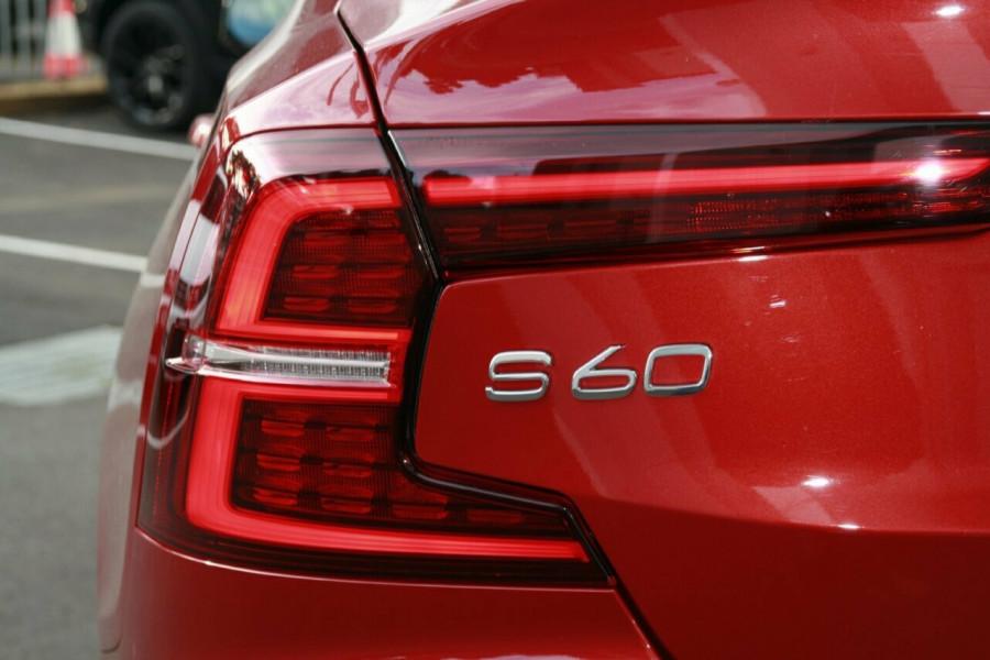 2019 Volvo S60 T8 R-DESIGN Wagon Image 20