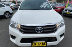 2017 Toyota HiLux GUN126R Turbo SR 4x4 double cab Image 2
