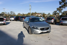 Volvo V40 D4 Luxury (No Series) MY14