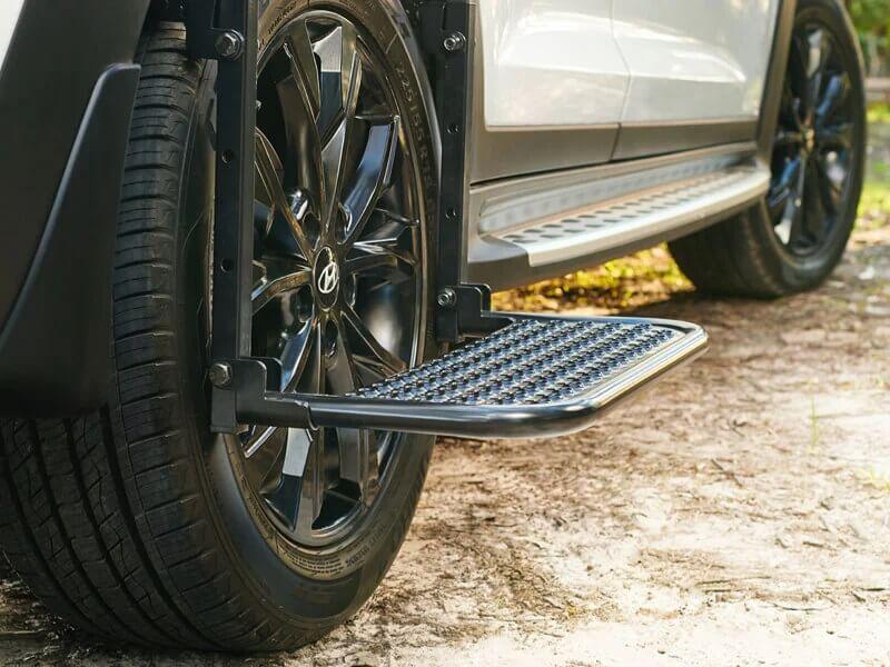 Rear wheel side step