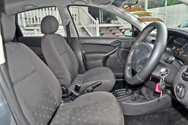 2003 Ford Focus LR MY03 CL Hatchback Image 9
