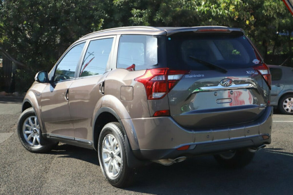 2019 Mahindra XUV500 W10 FWD Suv Image 2