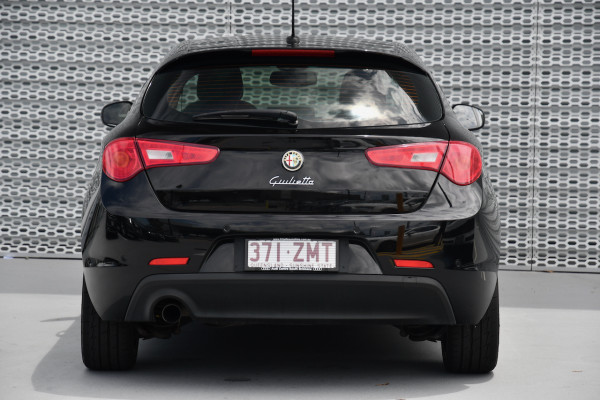 2015 Alfa Romeo Giulietta Vehicle Description.  1 Distinctive Hatch 5dr TCT 6sp 1.4T Distinctive Hatchback Image 4