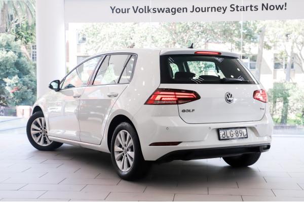 2017 Volkswagen Golf Hatch Image 2