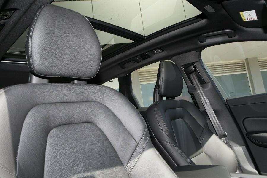 2018 MY19 Volvo XC60 UZ T6 R-Design Wagon