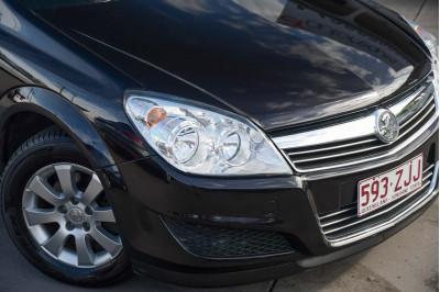 2008 Holden Astra AH MY08 CD Hatchback Image 2