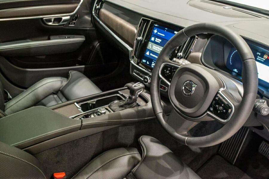 2019 Volvo V90 Cross Country D5 Wagon Image 18