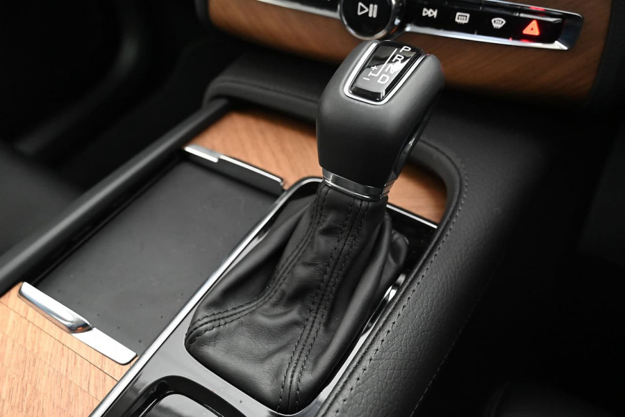 2020 MYon Volvo XC90 L Series D5 Momentum Suv Image 6