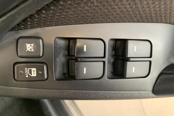 2011 Kia Cerato TD MY11 S Hatchback Image 12
