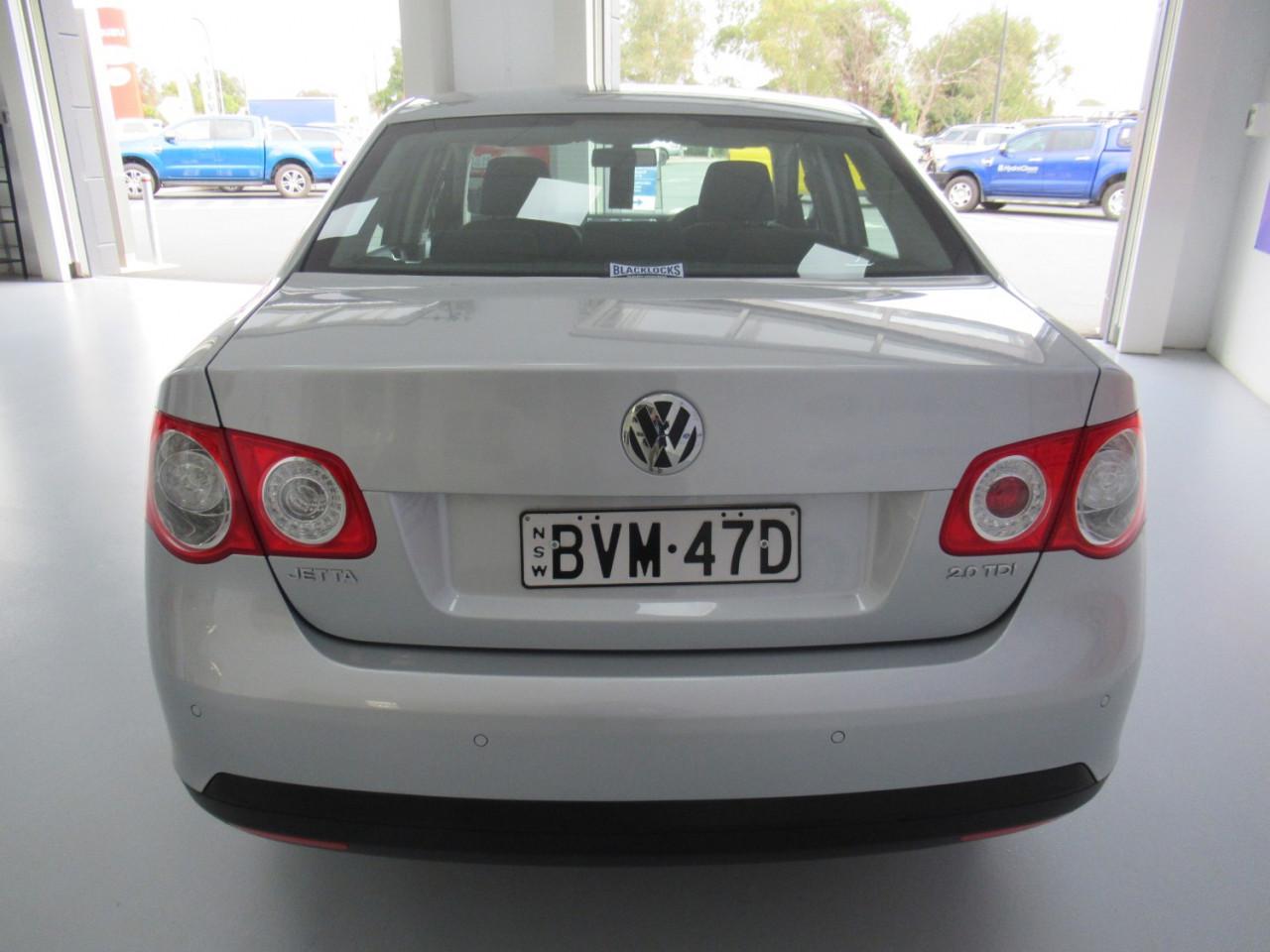 2010 Volkswagen Jetta 1KM MY10 103TDI Sedan Image 6