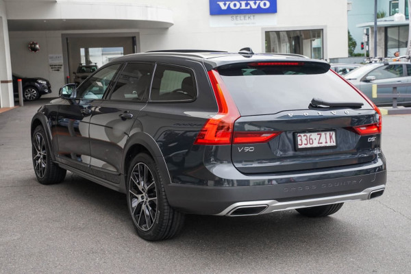 2019 Volvo V90 Cross Country P Series D5 Wagon Image 3