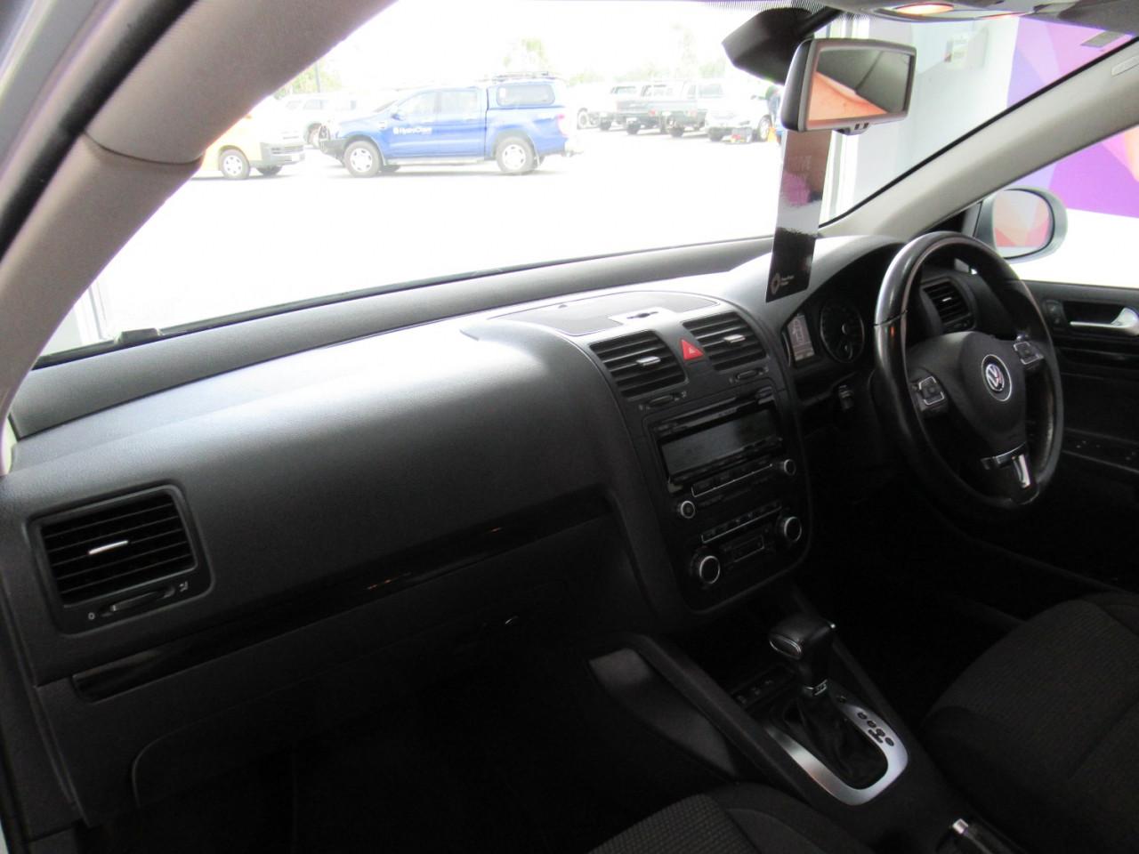2010 Volkswagen Jetta 1KM MY10 103TDI Sedan Image 17