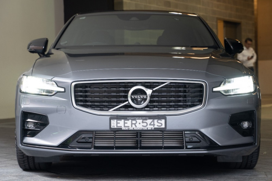 2020 Volvo S60 Z Series T5 R-Design Sedan Image 9