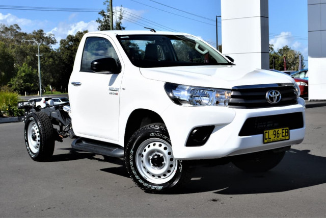 2016 Toyota HiLux GUN126R SR Cab chassis