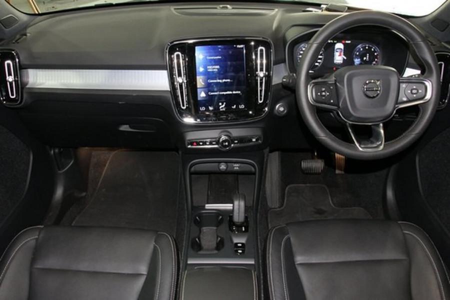 2018 MY19 Volvo XC40 XZ T4 Momentum Suv Mobile Image 10