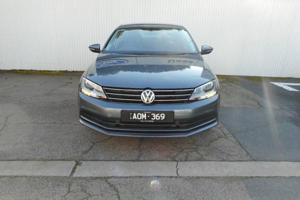 2017 Volkswagen Jetta Sedan Image 2