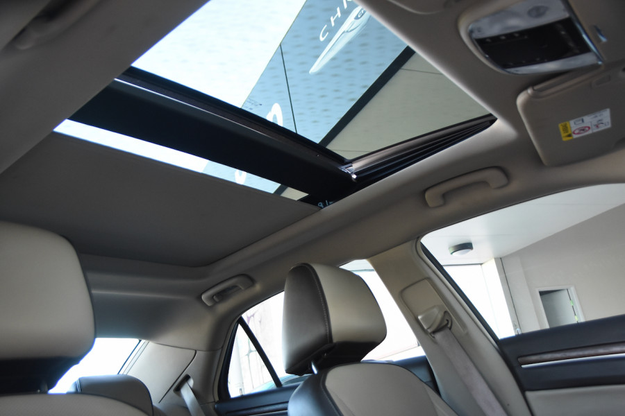 2014 Chrysler 300 LX C Sedan Image 19