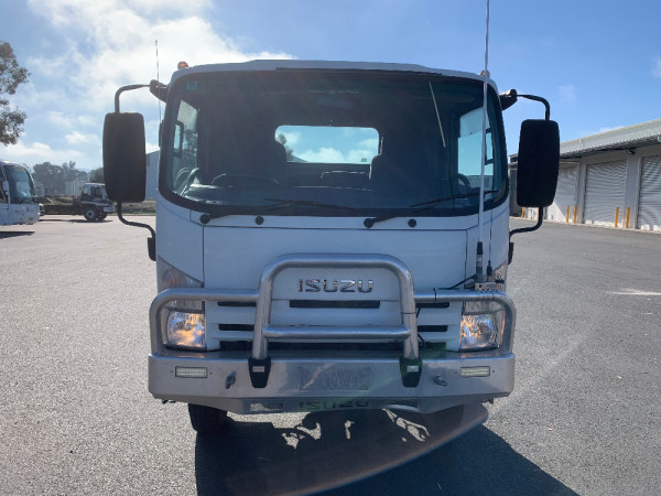 2014 Isuzu N Series NH NPS Cab chassis Image 2