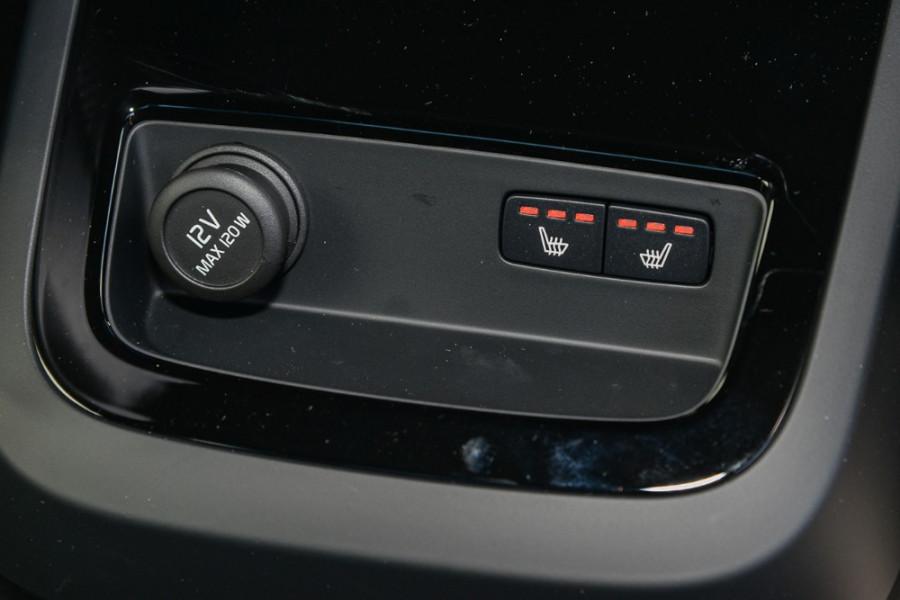 2019 MY20 Volvo S60 Z Series T8 R-Design Sedan Mobile Image 10