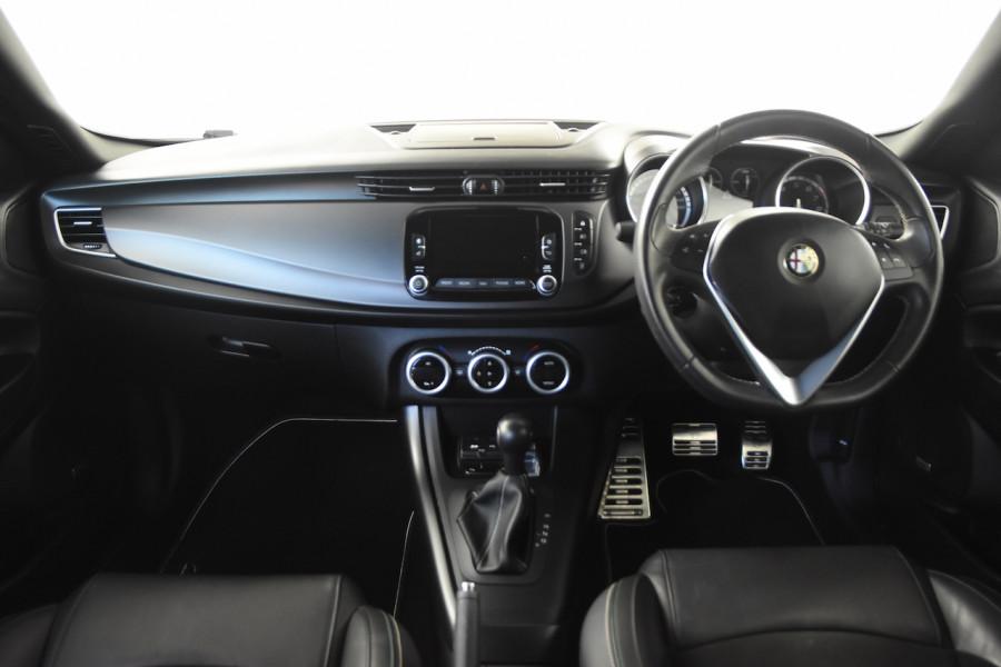 2015 Alfa Romeo Giulietta Vehicle Description.  1 Quadrifogl Hatch 5dr TCT 6sp 1.8T Quadrifoglio Verde Hatchback Image 7