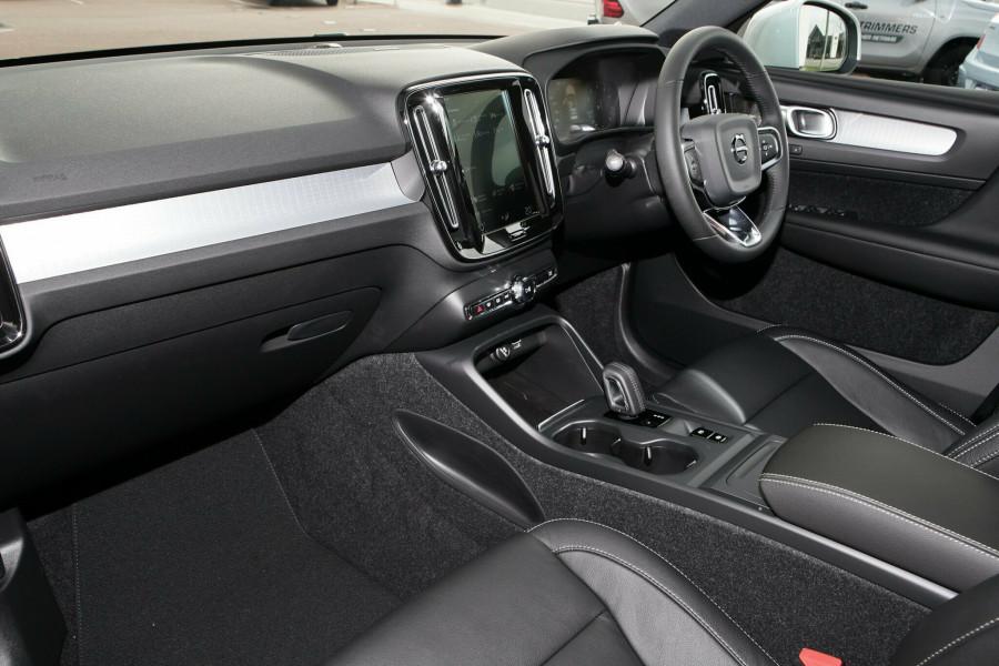 2019 Volvo XC40 XZ MY19 T4 Momentum Suv Mobile Image 7