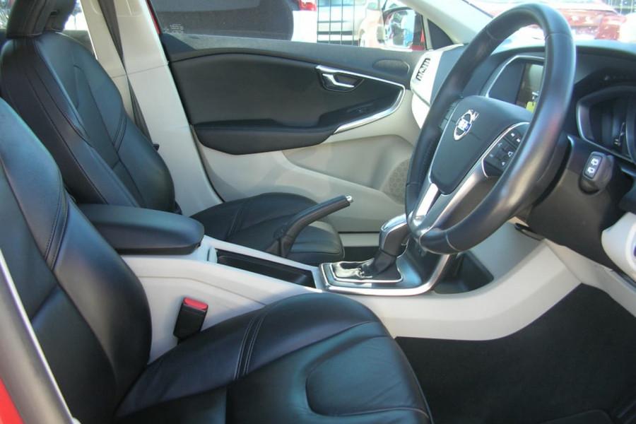 2013 Volvo V40 M Series  T4 T4 - Kinetic Hatchback