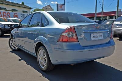 2007 Ford Focus LS Ghia Sedan Image 3