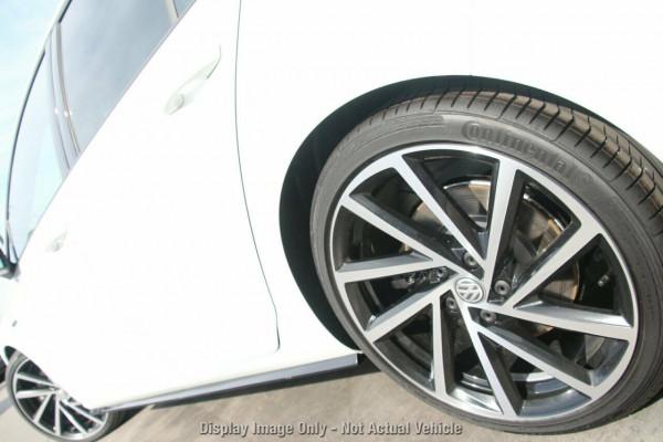 2020 Volkswagen Golf 7.5 R Hatchback Image 4
