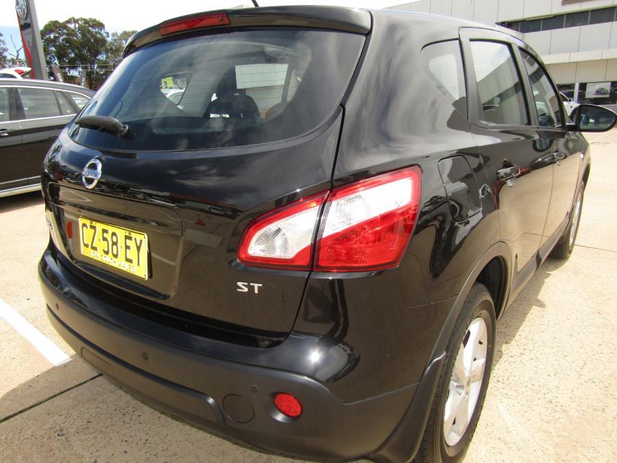 2011 MY10 Nissan DUALIS Hatchback Image 3