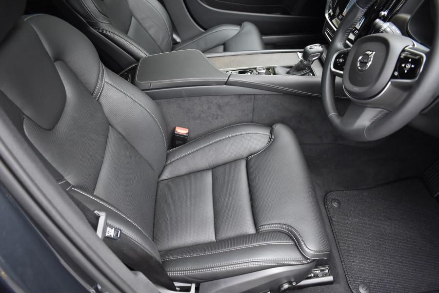 2019 Volvo V90 Cross Country P Series D5 Wagon Image 10