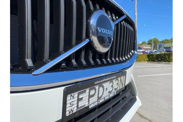2022 MYon Volvo XC60 B5 Momentum Suv Image 2