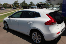 2017 Volvo V40 (No Series) MY18 T4 Inscription Hatchback
