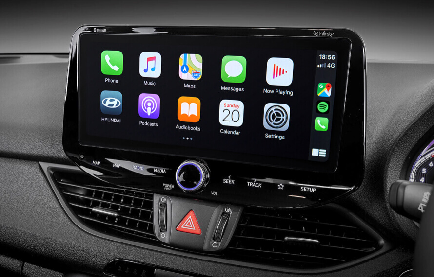 i30 Hatch Multimedia touchscreen with Apple CarPlay<sup>[P1] </sup> & Android Auto<sup>[P2]</sup>.